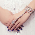 Luxury Shinning Rhinestone Flower with Ring Bracelet Bridal Wedding Wrap Hand Chain Accessories